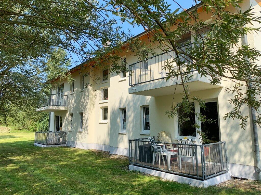 Komfortable Wohnungen mit Balkon und Blick ins Grüne